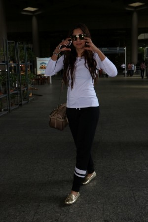 Gauhar Khan Spotted At Airport