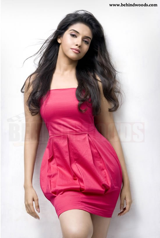 http://www.behindwoods.com/hindi-tamil-galleries/asin-6/asin-03.jpg