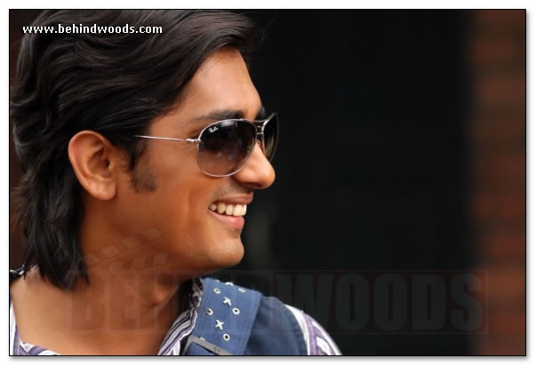 http://www.behindwoods.com/hindi-tamil-galleries/siddharth/siddharth-09.jpg