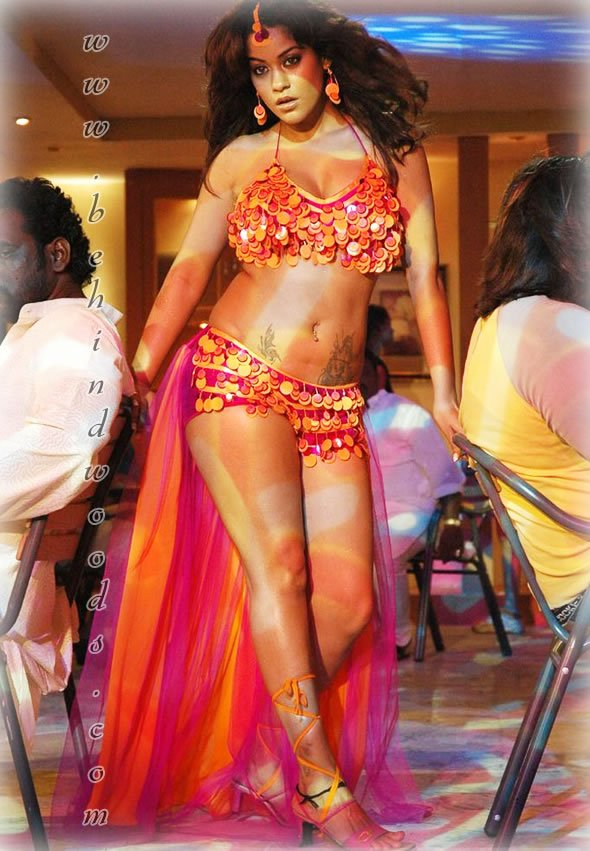 http://www.behindwoods.com/image-gallery-stills/photos-1/mumaith-khan/images/mumaith-khan-01.jpg