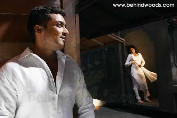 Vaaranam Aayiram - Nenjukkul Peidhidum Video   Harris Jayaraj   Suriya