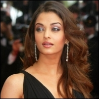 http://www.behindwoods.com/tamil-movie-news-1/may-11-04/images/aishwarya-rai-endhiran-25-05-11.jpg
