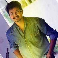 Vijay will be singing along with Shreya Ghoshal for a song in Jilla