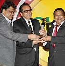 Dharmendra receives Lifetime Achievement Award