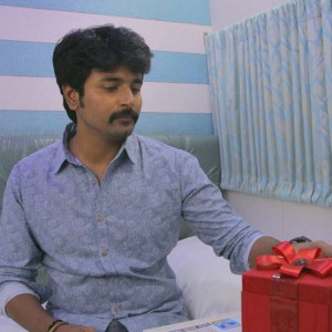 Don't Worry Gift Song from Kootathil Oruthan