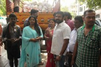 Nadigar Sangam provides relief to flood victims