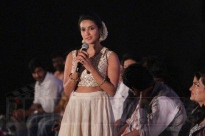 I always wanted to pull Imman sir's cheeks- Says, Priya Anand !