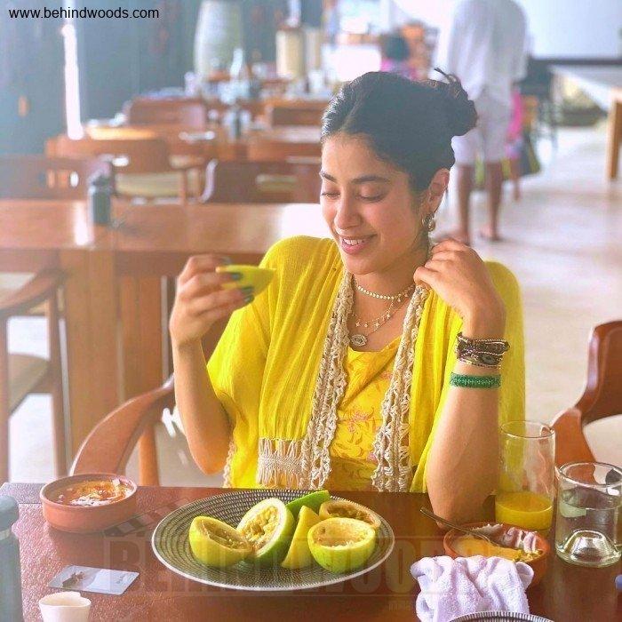 Janhvi Kapoor (aka) JahnaviKaapoor