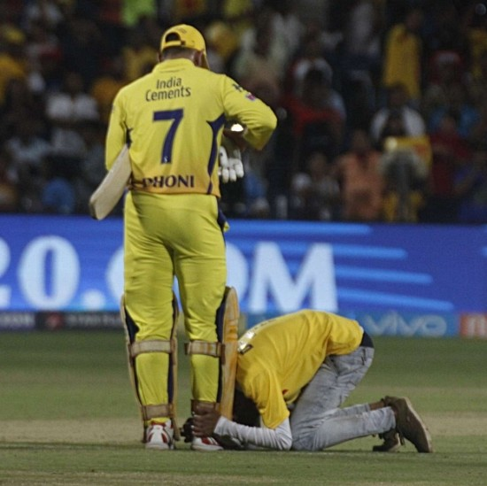 During CSK vs RCB match in 2018, a fan breached security to touch MS Dhoni's feet after CSK's victory.