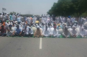 Haryana farmers block national highway