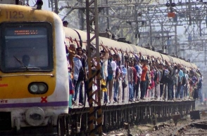 Mumbai: Man throws 19-year-old woman out of running train