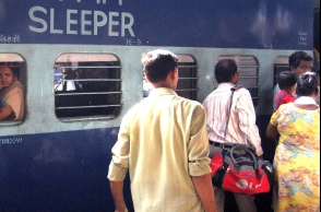 Man snatches bag; Woman dies falling from train
