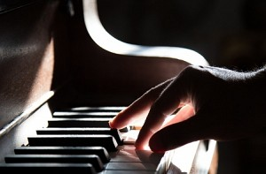 Man hits single piano key 824 times in 1 Minute