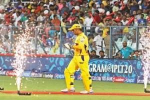 Video: Faf du Plessis Explains Why IPL Needs MS Dhoni to Play; Fans Totally Agree!