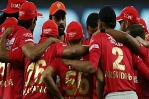 KXIP Wear Black Armbands in Match Against SRH; Twitter Showers RESPECT!