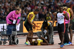 Usain Bolt suffers leg injury in his final 4x100-meter relay