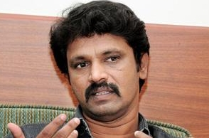 Cheran withdraws stage-in protest against Vishal