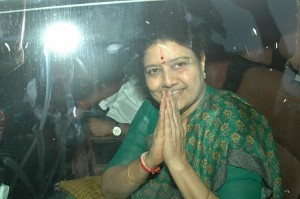 Sasikala reaches T Nagar in Chennai