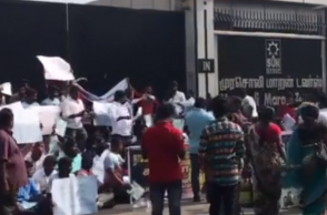 Suriya fans protest outside Sun TV office