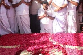 TN CM and O Paneerselvam pay respect at Jaya's memorial