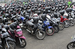 Two-wheeler parking rates in theatres fixed