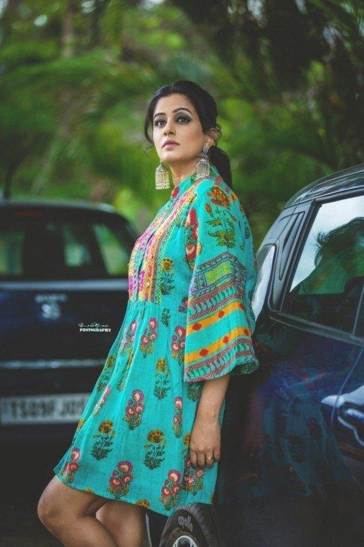 Priyamani (aka) Priya mani