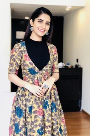 Ruhani Sharma (aka) RuhaniSharma