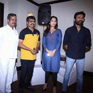 ''I heard that Soundarya is listening to scripts to act as a heroine'', Vivek