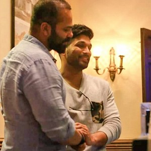 What is Allu Arjun doing at the sets of Golmaal Returns?