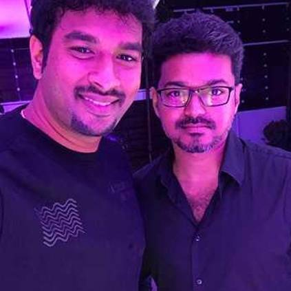 Lyricist Vivek's angry statement over Sarkar controversy