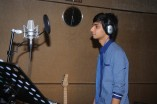 Anirudh and Shruthi sing for Ennamo Edho