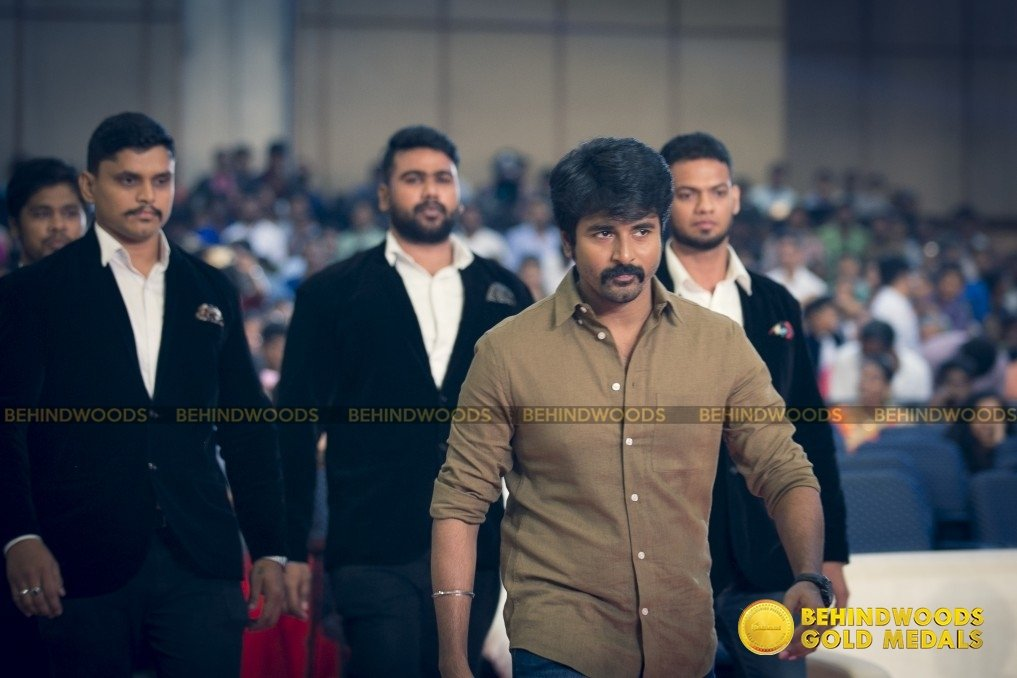 Behindwoods Gold Medals 2017 - The Candid Set 3