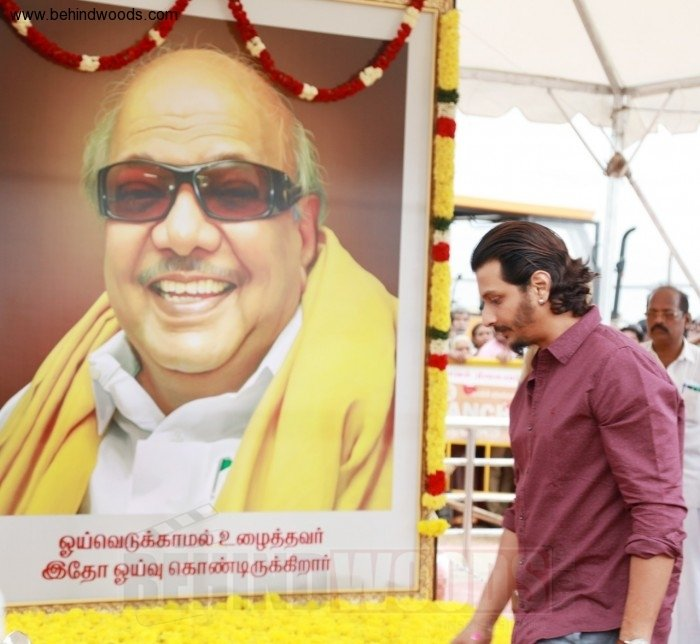 Karunanidhi death: Political leaders and Celebrities pay homage