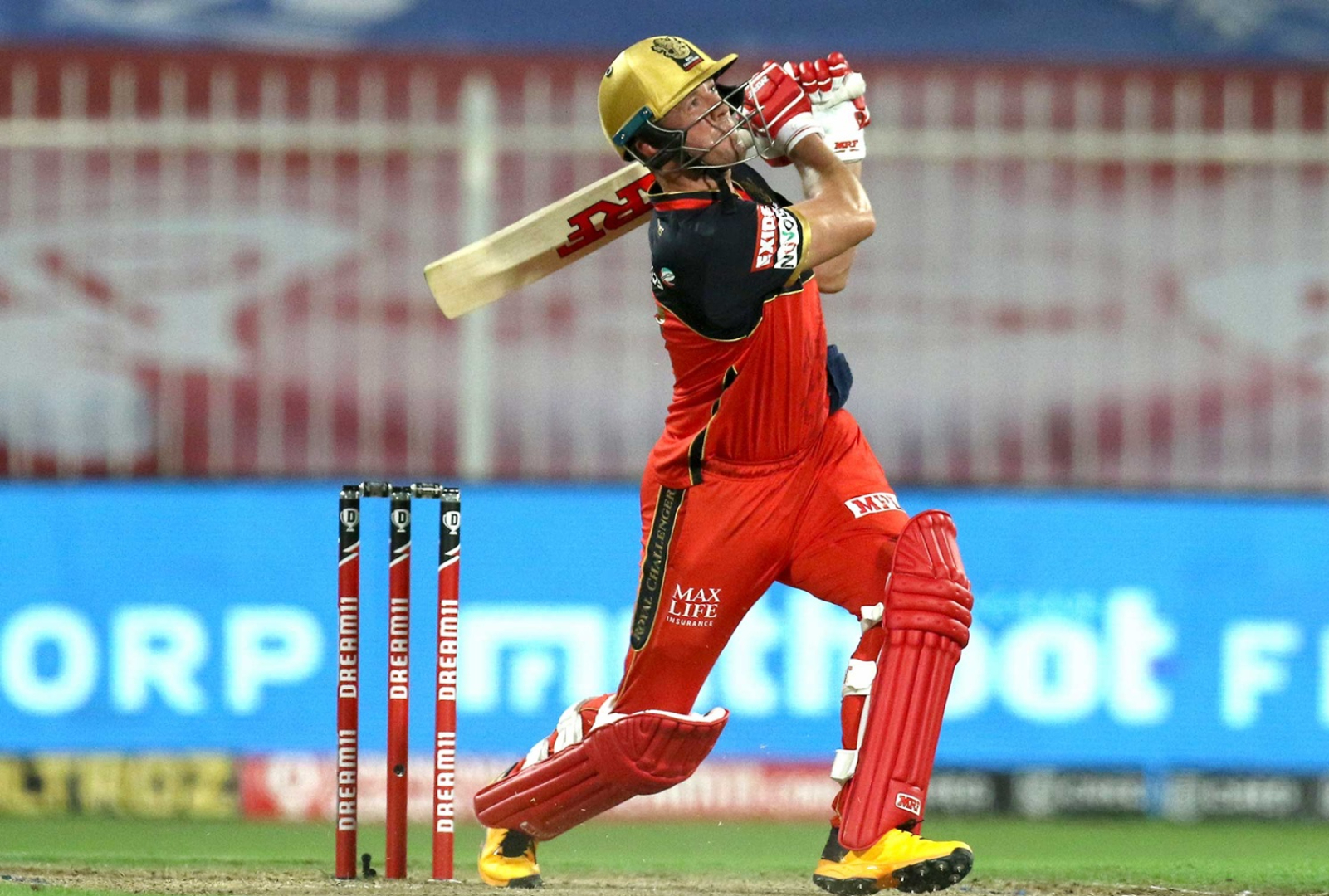 VIDEO IPL AB de Villiers Hits Moving Car As His 6 Sails Out Of Stadium
