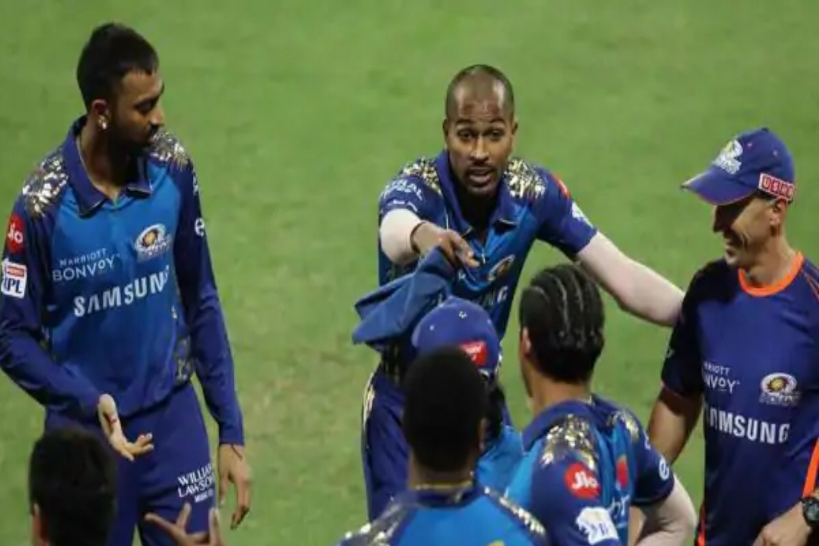 IPL CSKvsMI VIDEO Krunal Pandya Shouted At Ishan Kishan After Misfield