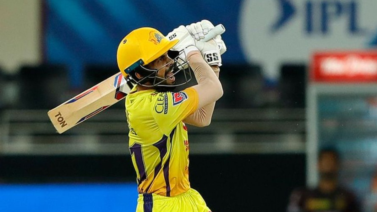 sakshi dhoni reacts after ravindra jadeja hand csk win over kkr