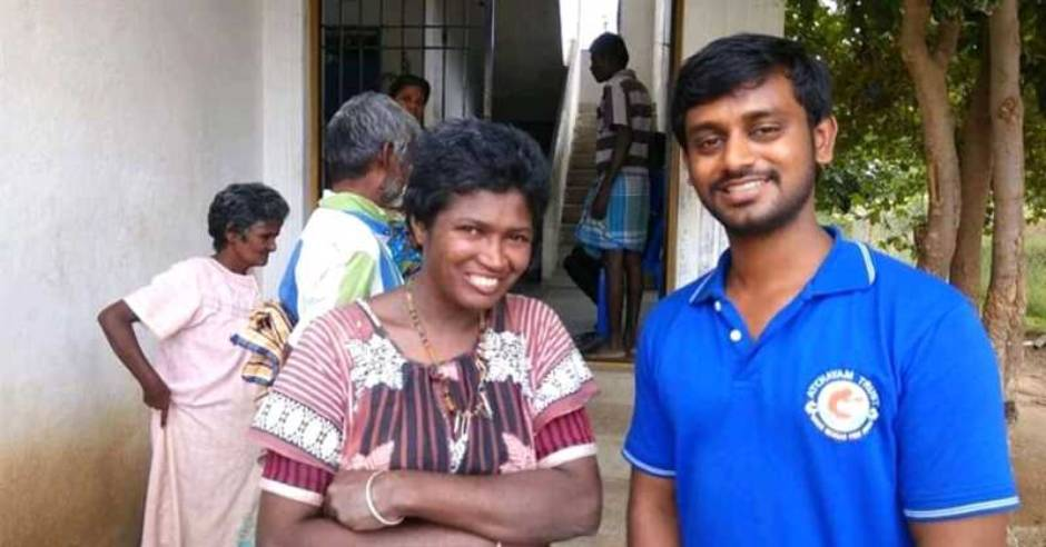 Namakkal college professor helps roadside beggars