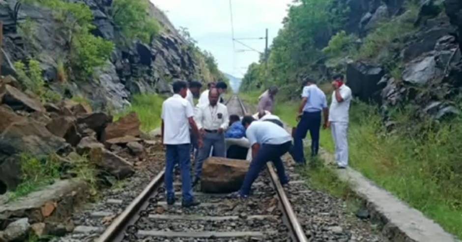 Vaigai Express train delay due to rocks on the track