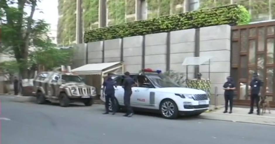 Vehicle with explosives found near Mukesh Ambani's house