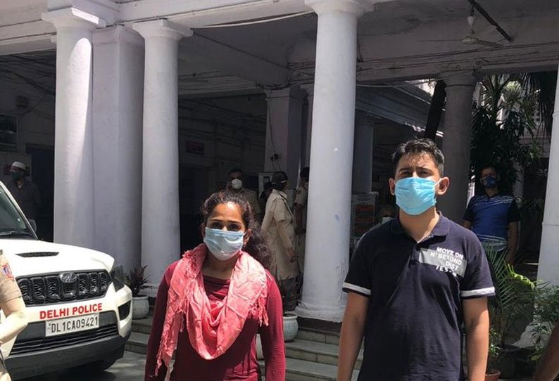 Delhi couple, stopped for not wearing mask, misbehaves with cops