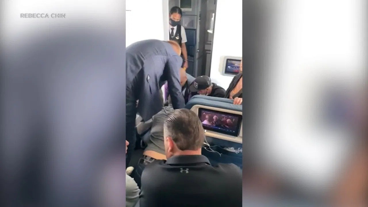 Delta flight attendants tackle potential hijackers and tie their wrist