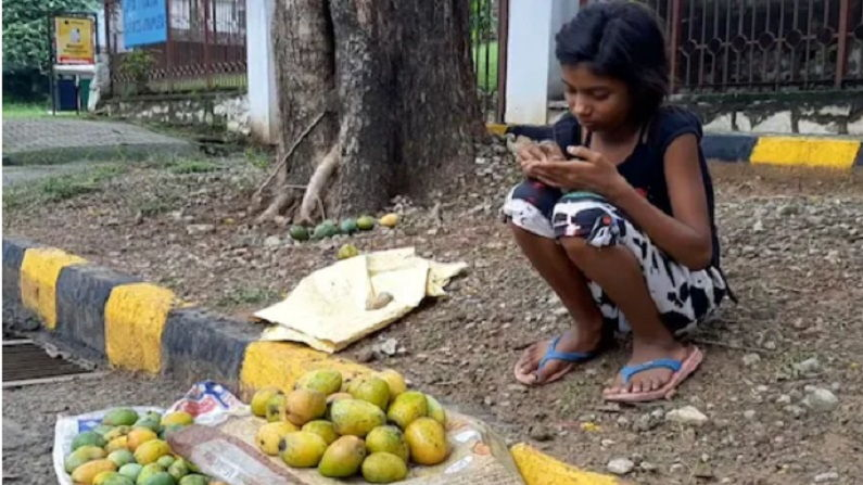 Girl Sells Mangoes for Rs 1.2 Lakh, Buys Smartphone for Online classes