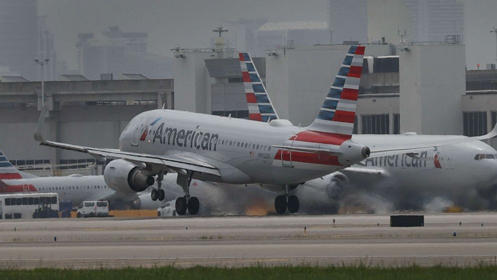 Flight delayed after passengers refuse to wear masks